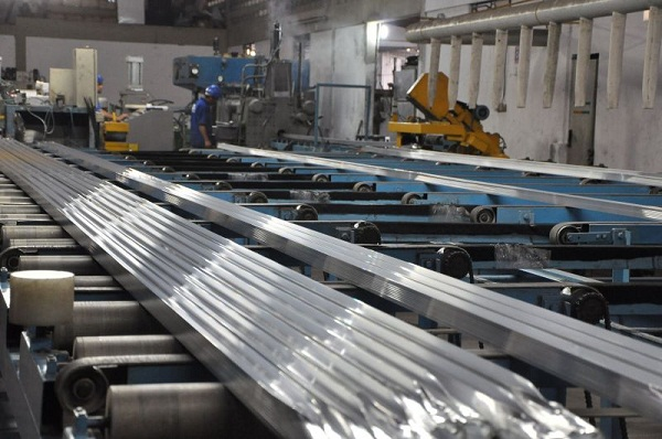 24/01/2011. Crédito: Juliana Santos/Esp. DB/D.A Press. Brasil. Campina Grande - PB. Fábrica de alumínio J. Anselmo, no bairro Distrito Industrial.